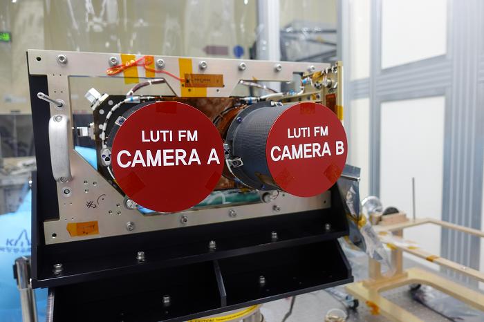 Fig. 4. LUTI (LUnar Terrain Imager; High resolution camera). ⓒ한국항공우주연구원